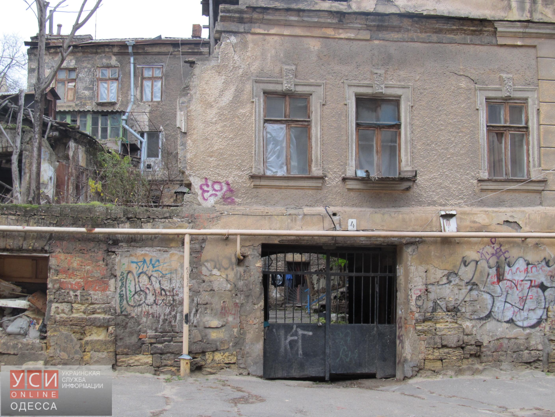 Кому принадлежат заброшенные здания на Деволановском спуске: расследование