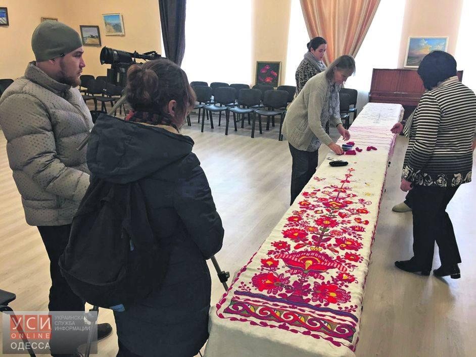 В Одесской области вышивают уникальный семиметровый рушник (фото)