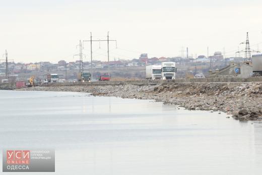 Движение транспорта возле Хаджибейской дамбы восстановлено