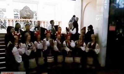 На одесском вокзале провели патриотичный флешмоб — пели щедривки (видео) «фото»