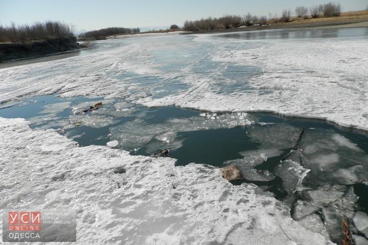 ВОдесской области cотрудники экстренных служб достали тело провалившегося под лед мужчины