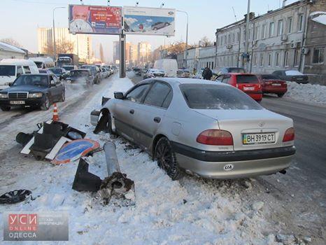 Иномарка снесла светофор на Балковской и спровоцировала большую пробку (фото)