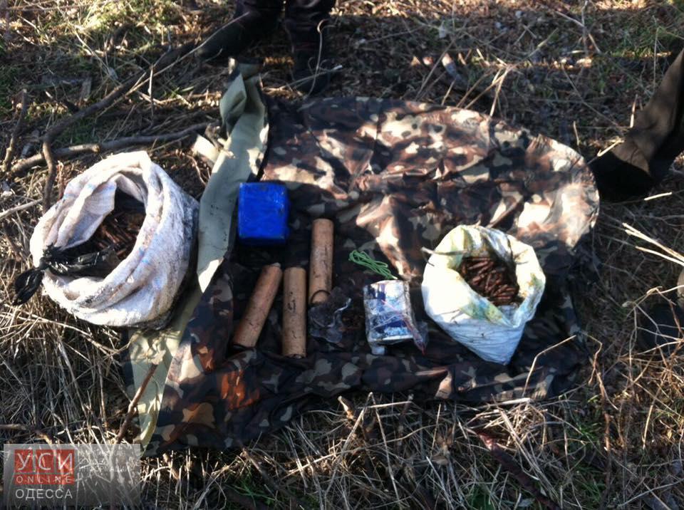 СБУ обнаружила под Одессой тайник с боеприпасами (фото)