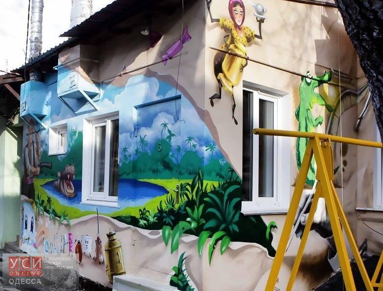 Дом Корнея Чуковского в Одессе разрисовали персонажами его сказок (фото)