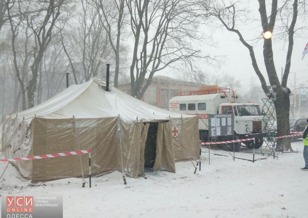 Спасатели и волонтеры принимают людей в пунктах обогрева в Одессе (фото) «фото»