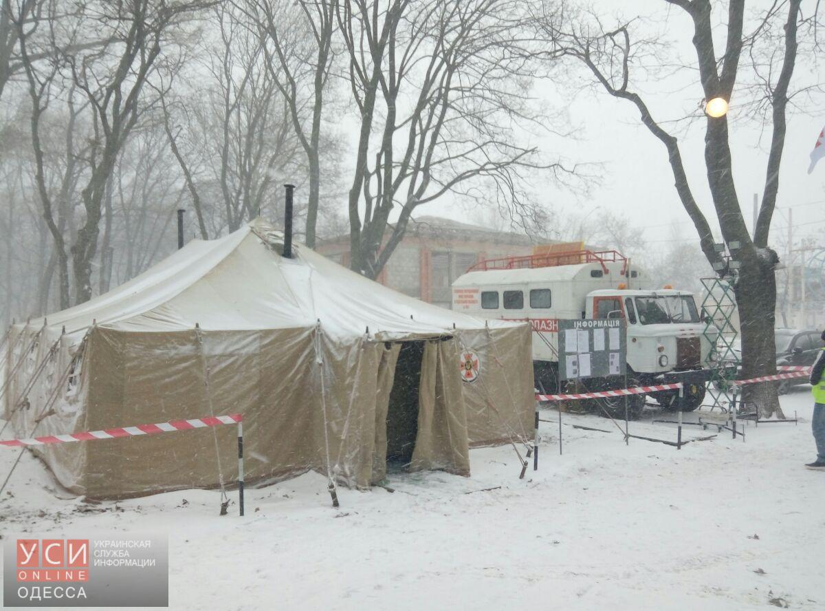 Спасатели и волонтеры принимают людей в пунктах обогрева в Одессе (фото)
