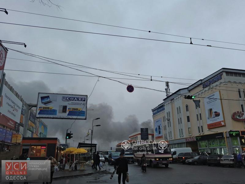 Масштабный пожар наПривозе: сгорело неменее 10-ти торговых павильонов