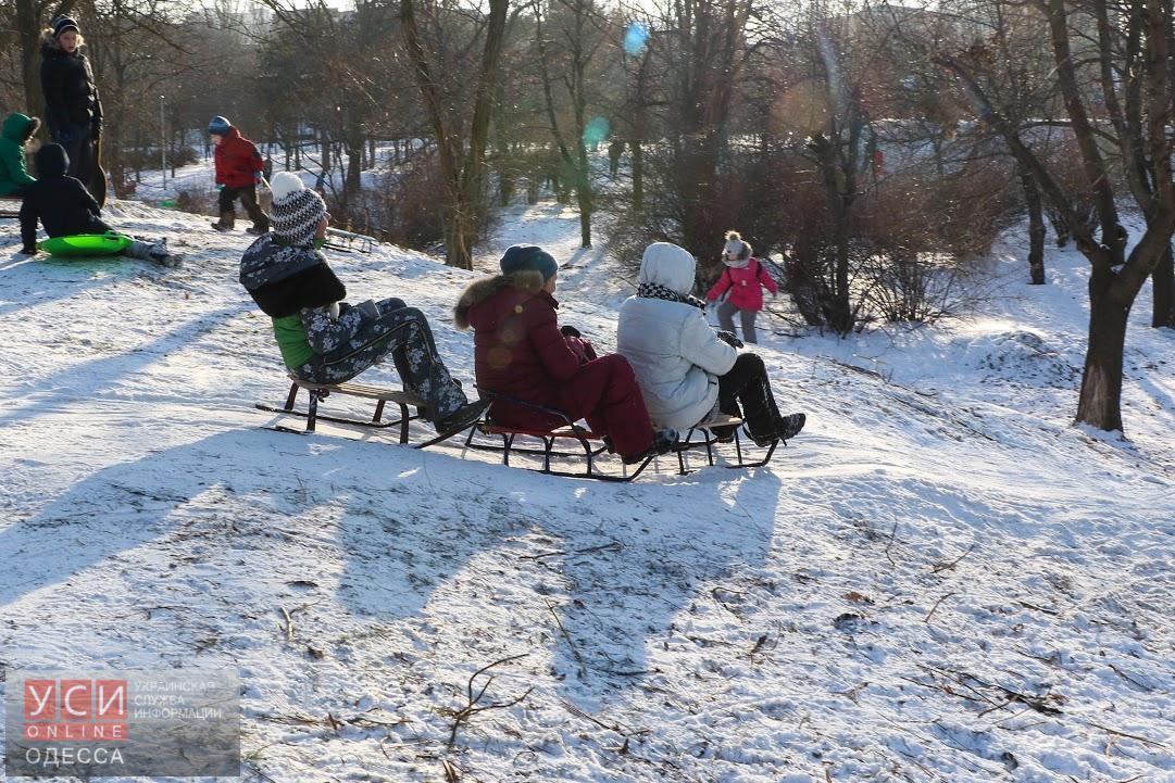 Одесситы катались на коньках и играли в хоккей в парке Победы (фото)