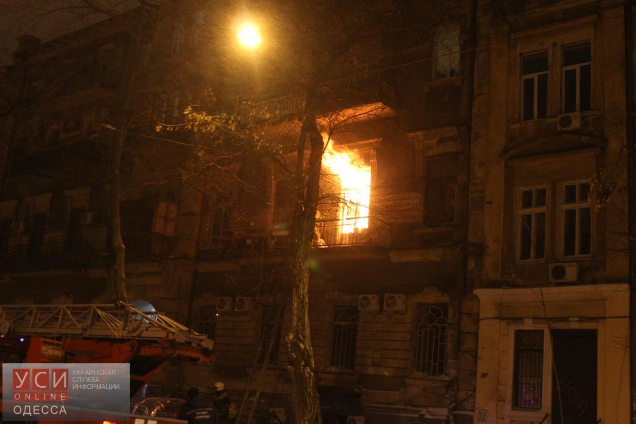Одесские cотрудники экстренных служб устранили пожар вквартире наНежинской