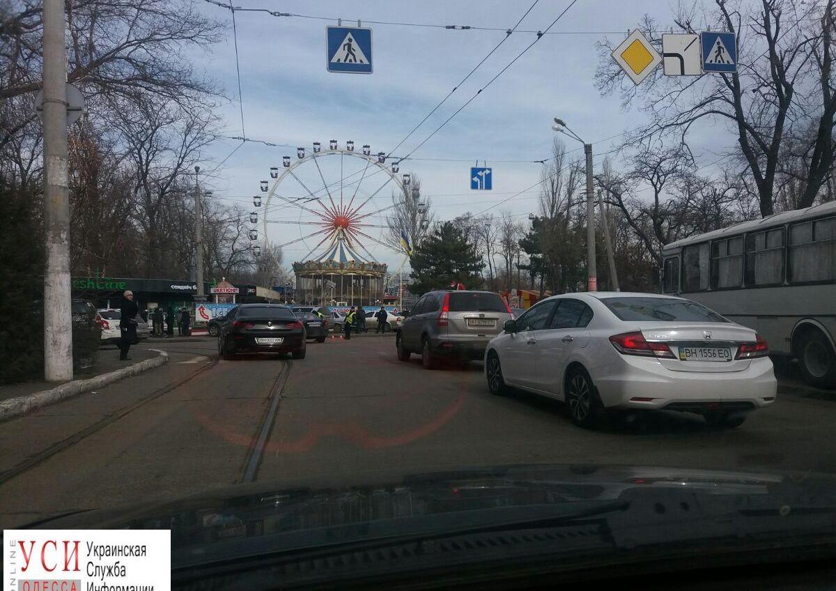В Одессе «минировали» Аллею славы: в районе перекрытия образовались пробки (фото) «фото»