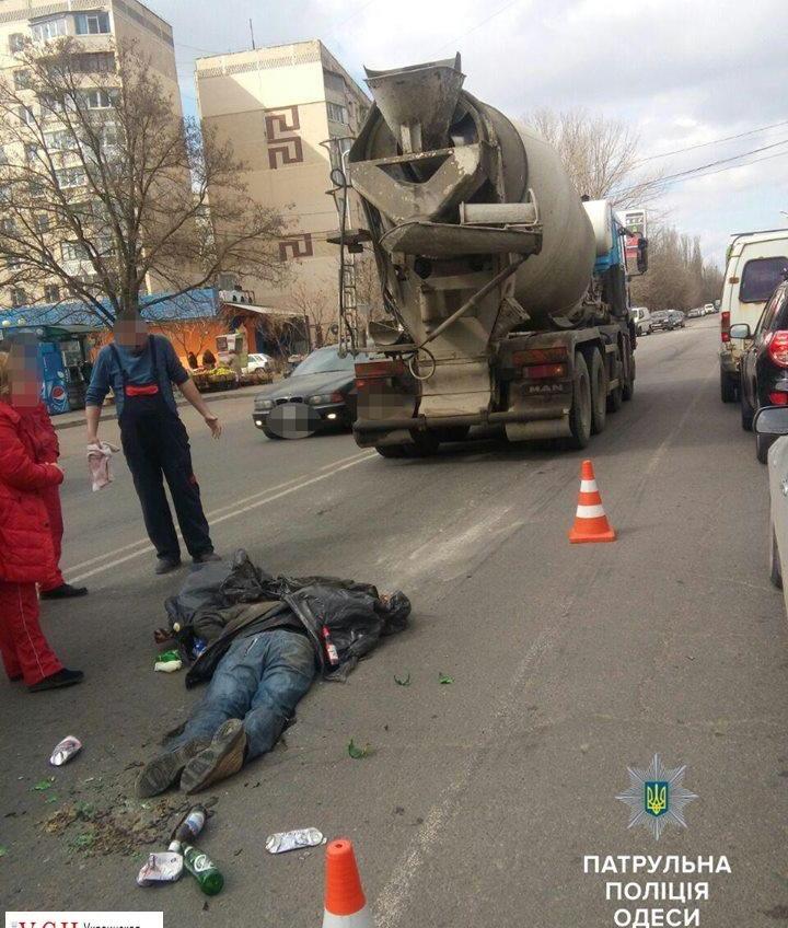 В Одессе на поселке Котовского насмерть сбили пешехода (фото 18+) «фото»