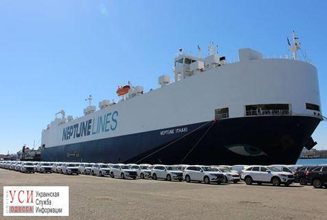 ВЧерноморск прибыло судно савтомобилями для Нацполиции