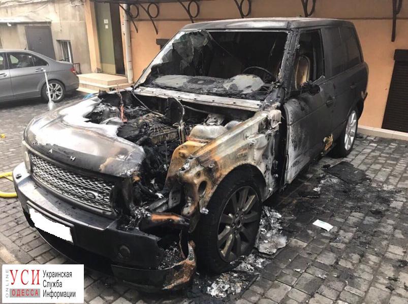 Вцентре Одессы публично подожгли Range Rover
