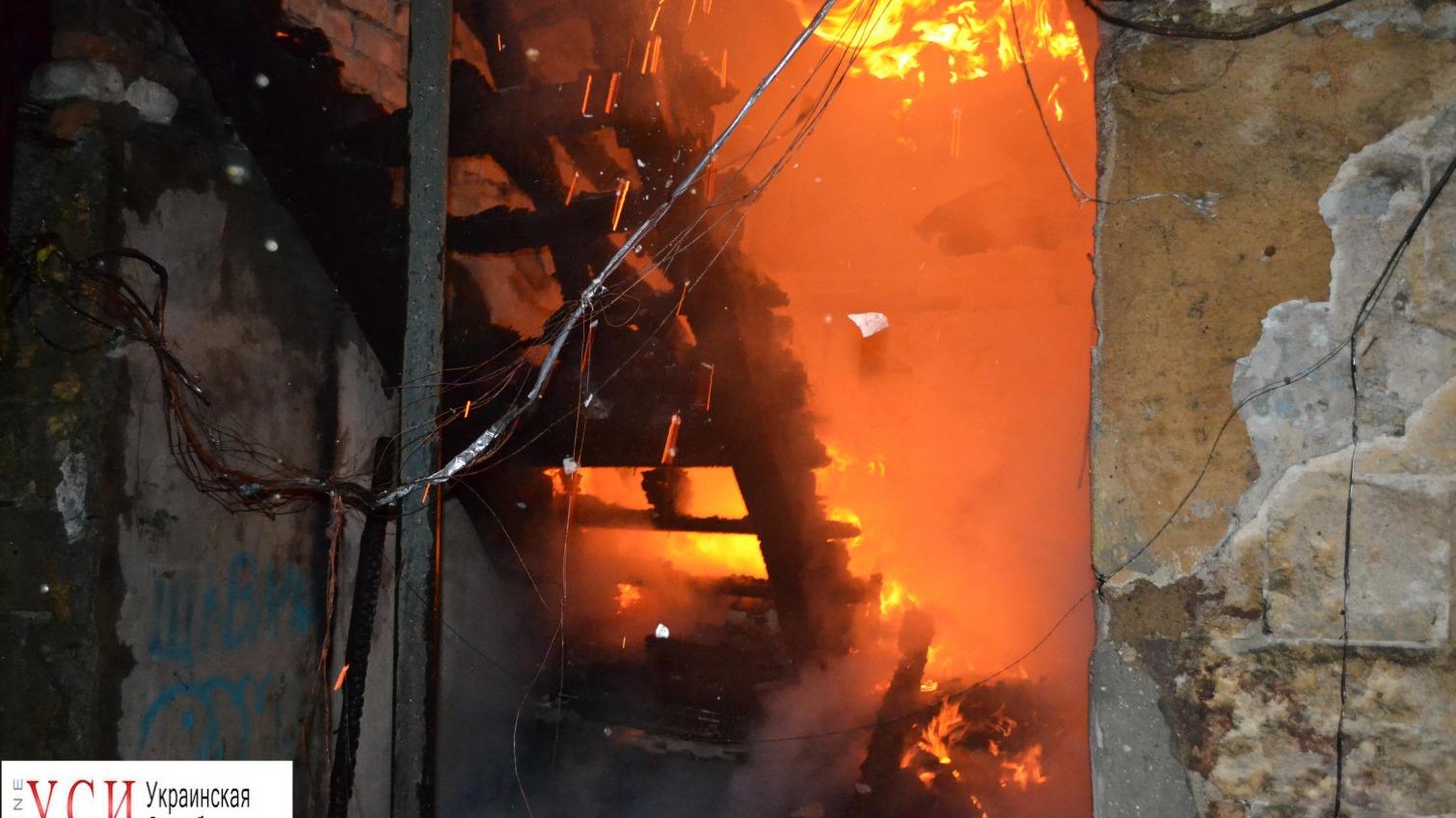 Ночной пожар на Молдаванке: полностью сгорел двухэтажный дом (фото) «фото»