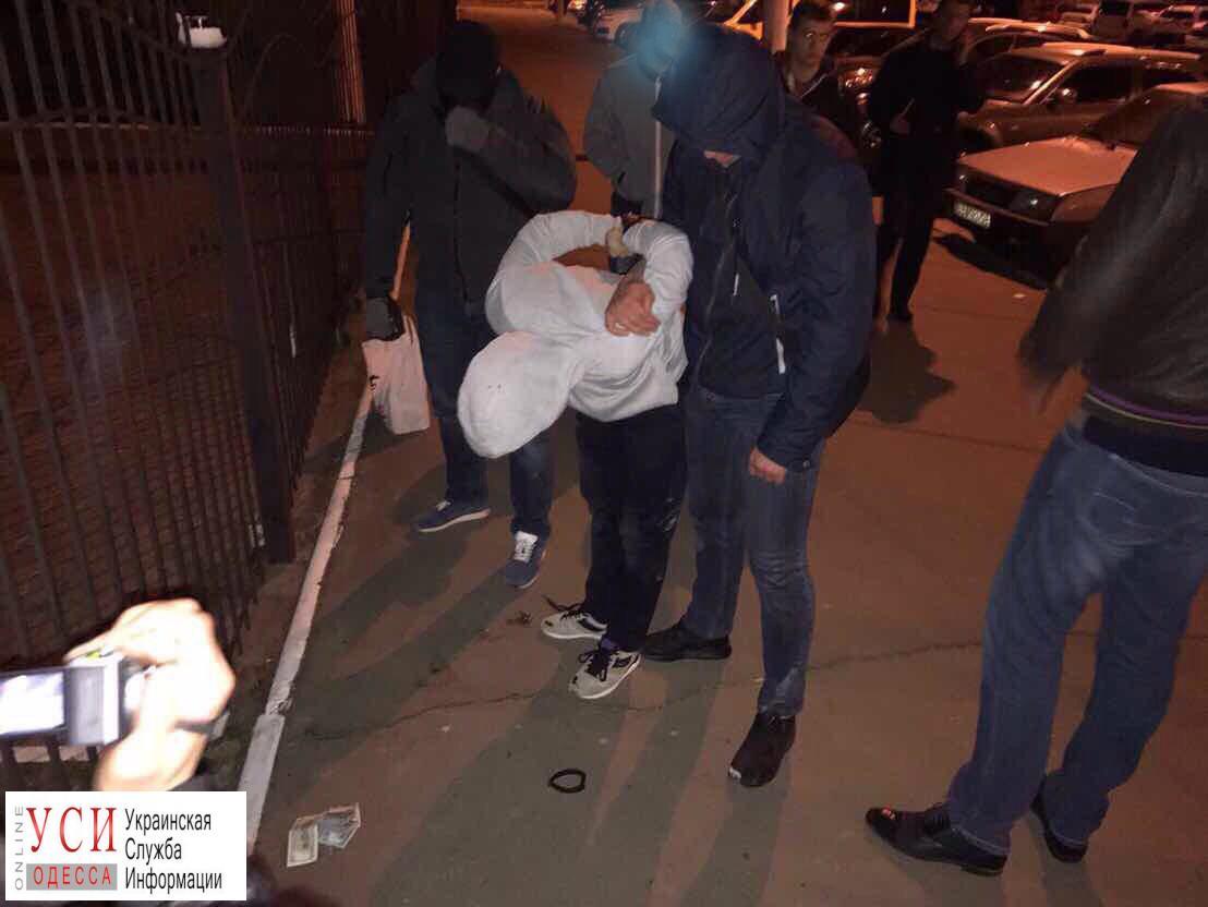 ВОдессе следователь милиции зашесть тыс. долларов уладил дело оДТП