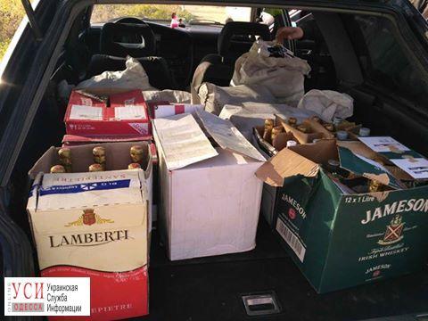 Гражданин Молдовы вез в Одессу контрабандный алкоголь (фото) «фото»