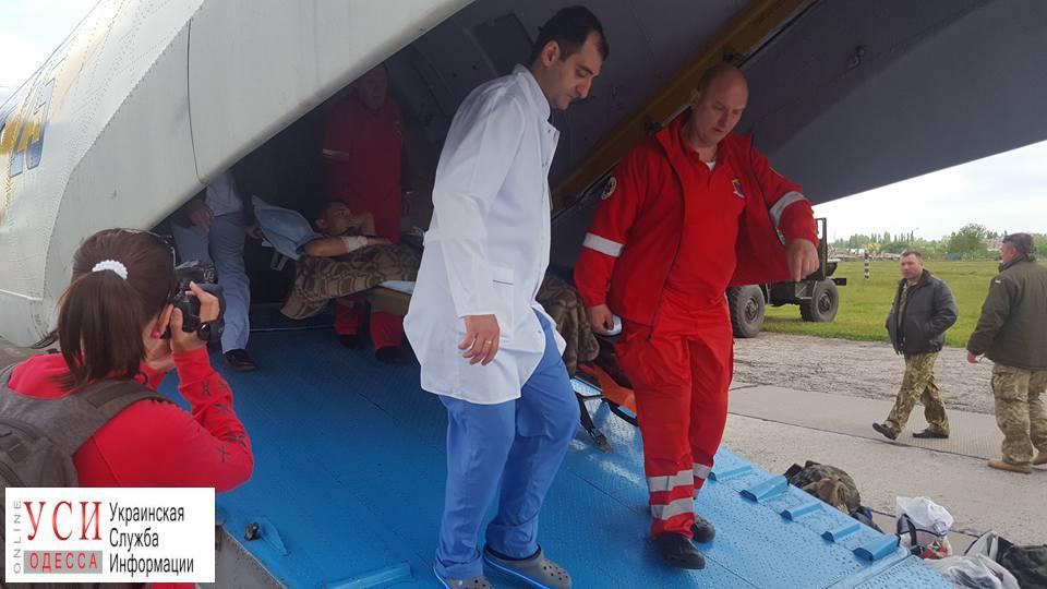 В Одессу прибыл борт с ранеными военными: пятеро в тяжелом состоянии (фото) «фото»