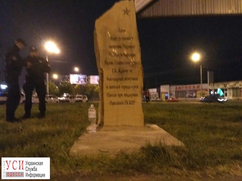 В Одессе активисты и полиция конфликтуют у памятного камня Жукову (фото, видео) «фото»
