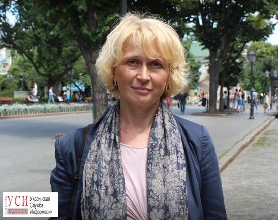 Неизвестный напал на одесскую журналистку у ее дома «фото»