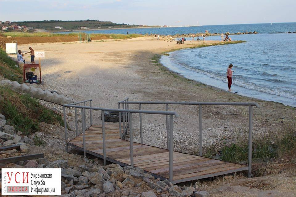 В Крыжановке обустраивают пляж, где все будет бесплатно: шезлонги, спортивные зоны и душевые (фото) «фото»
