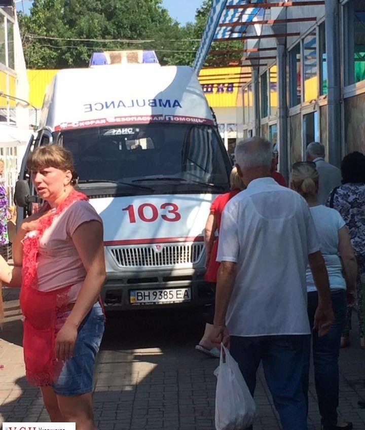 В Черноморске на рынке умер мужчина: «скорую» ждали 40 минут (фото) «фото»