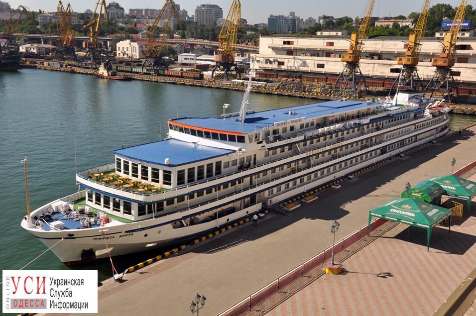 Теплоход «Принцесса Днепра» будет возить туристов из Одессы в Киев «фото»