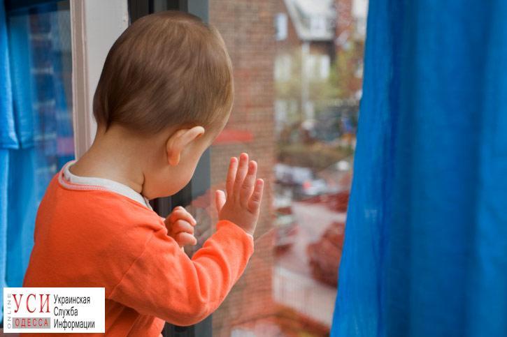 В Белгороде-Днестровском трехлетний ребенок выпал из окна «фото»