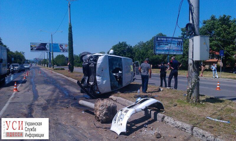 ДТП в Одессе: на Южной дороге перевернулся микроавтобус (фото) «фото»