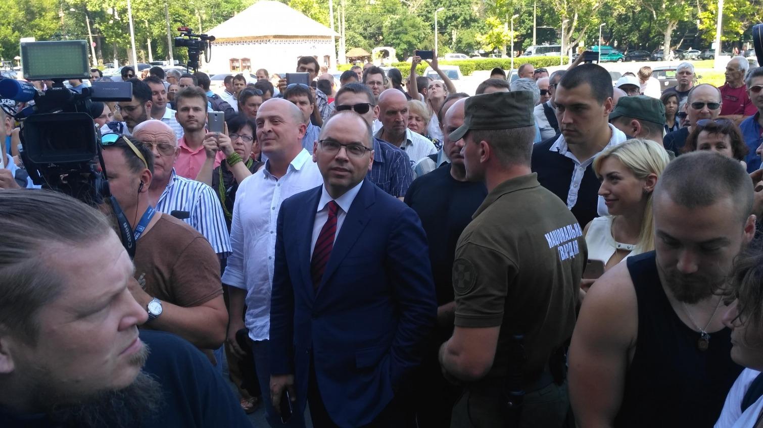 Губернатор Степанов вышел к протестующим активистам: участники митинга требуют его отставки (фото) «фото»