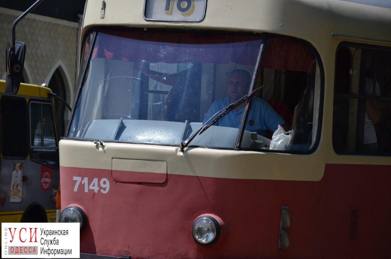 Водителей и кондукторов городского электротранспорта переодели в униформу (фото) «фото»