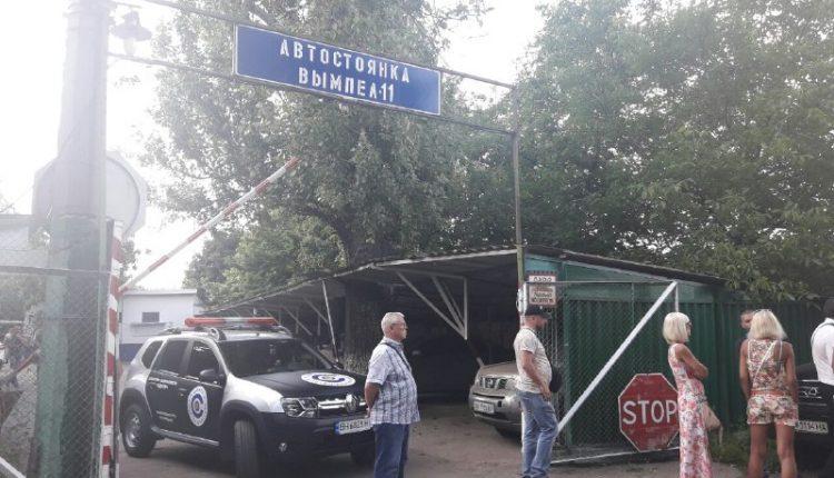 Конфликт: полиция перекрыла Люстдорфскую дорогу (фото)