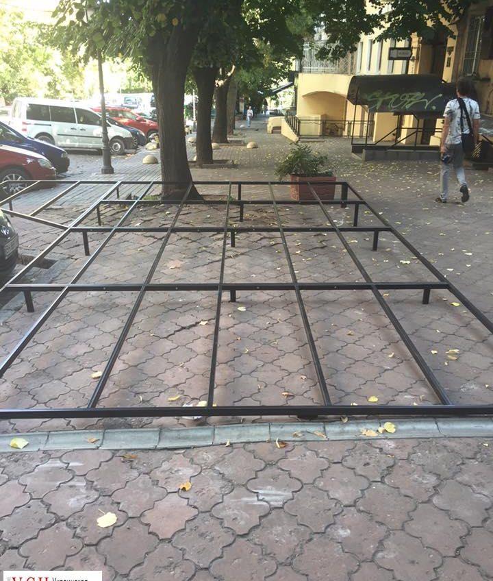 На Дерибасовской незаконно строят очередное кафе с летней площадкой (фото) «фото»