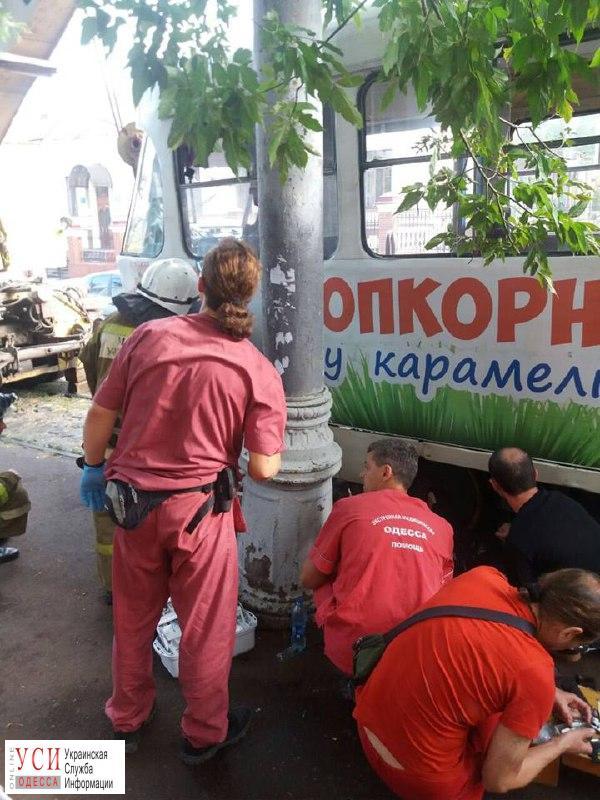В Одессе женщина споткнулась и угодила под трамвай «фото»