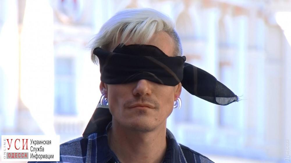 После нападения на себя и своего партнера ЛГБТ-активист из Одессы покинул страну «фото»