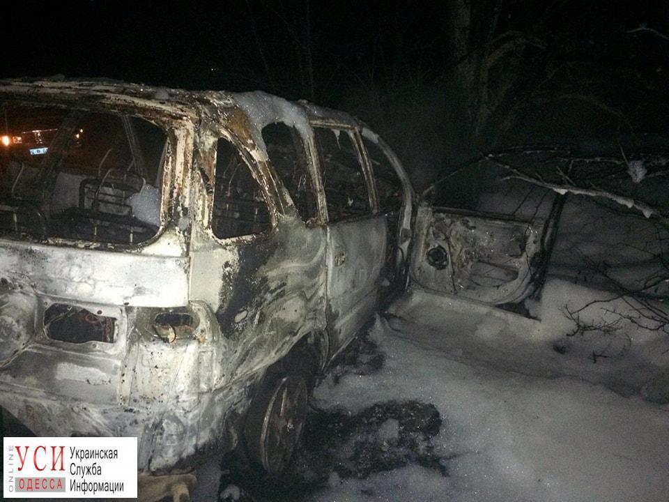 Девушка смогла выбраться из загоревшегося на одесской трассе автомобиля (фото) «фото»