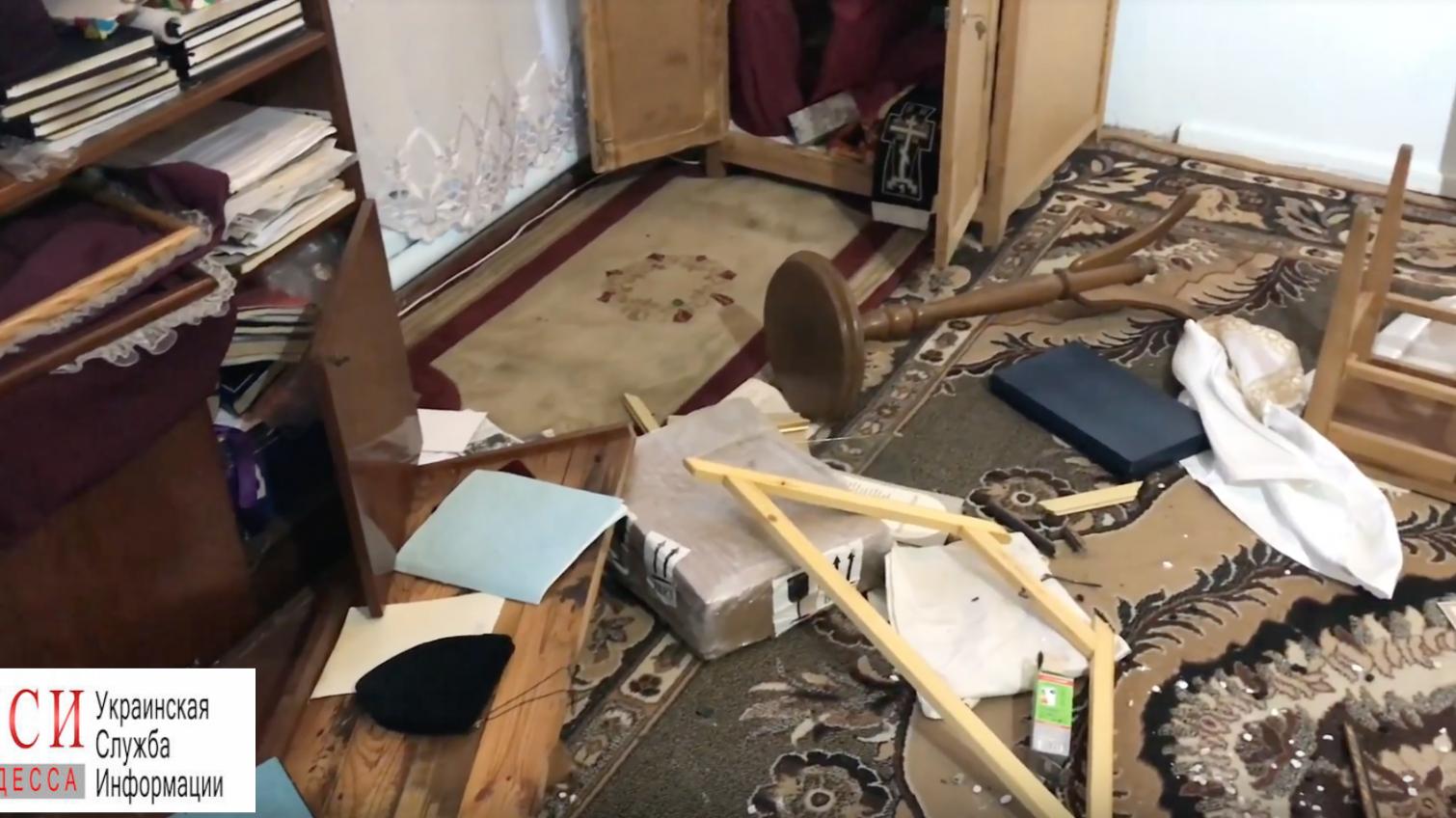 Вандалы осквернили православный храм в Черноморске (фото) «фото»