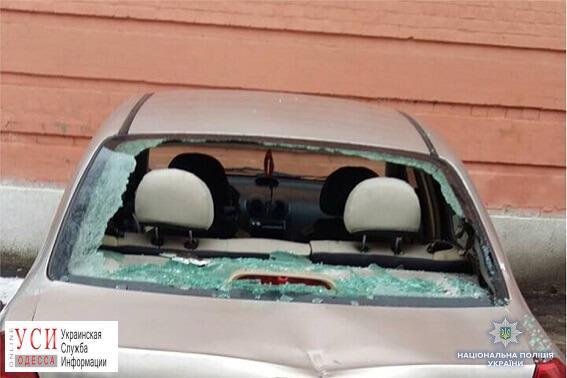 Одессит разбил топором 13 автомобилей во дворе Соломенского райсуда в Киеве (фото) «фото»