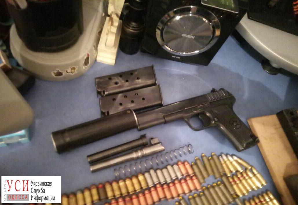 В Одессе мужчина хранил дома арсенал оружия и взрывчатки (фото) «фото»