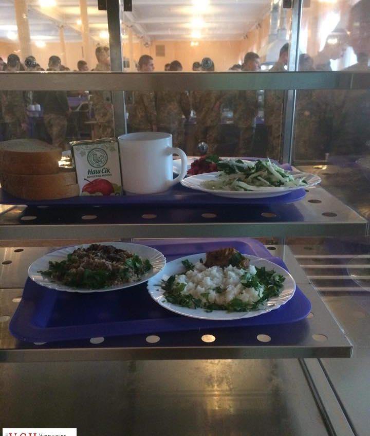 Одесских военных курсантов начали кормить по стандартам НАТО (фото) «фото»