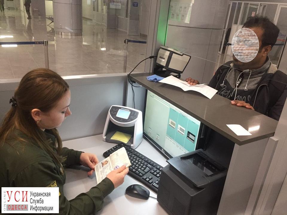 В Одесском аэропорту задержали иностранца с поддельным паспортом «фото»