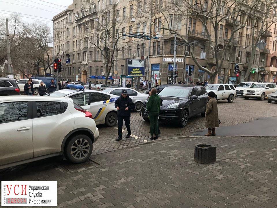 В центре Одессы патрульные врезались в иномарку (фото) «фото»