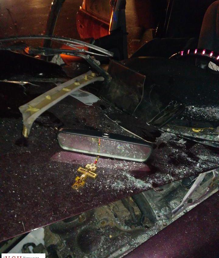 Машина разбилась вдребезги на трассе Одесса — Киев (фото) «фото»