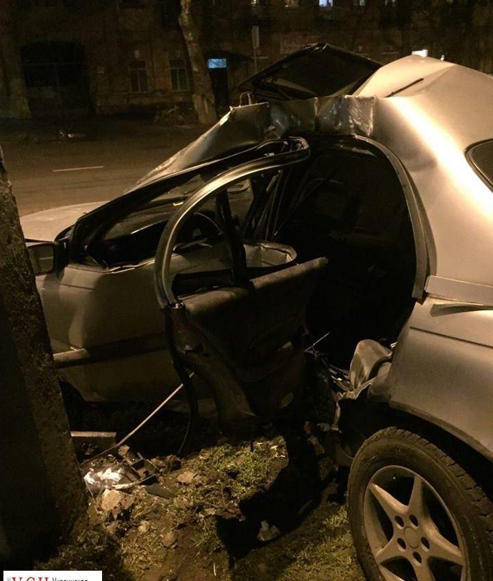 На Черноморского казачества водитель въехал в столб: три человека попали в больницу (фото) «фото»