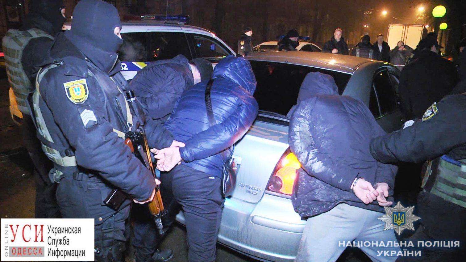 В центре Одессы задержали троих иностранцев, которые угрожали прохожему ножом «фото»