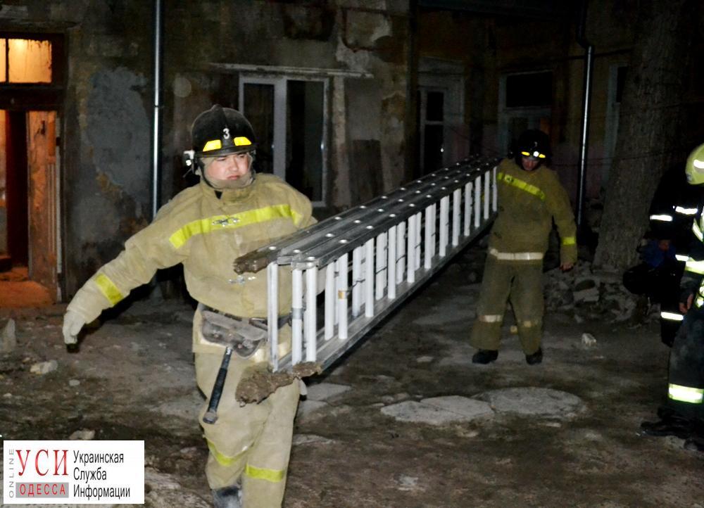 В доме на Нежинской рухнула стена: под обвалы попала женщина (фото) «фото»