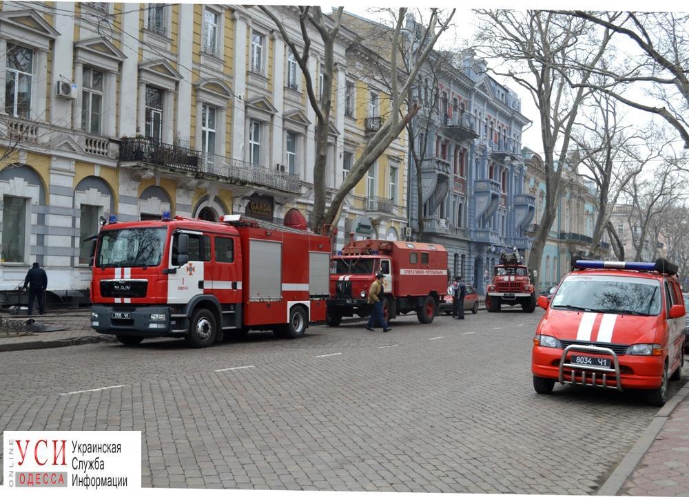Утром сгорело кафе на Дерибасовской (фото) «фото»