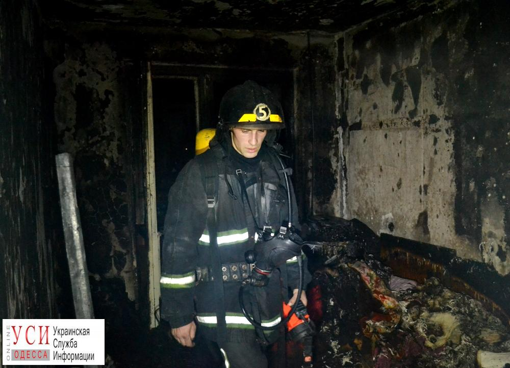 На поселке Котовского спасатели эвакуировали жильцов многоэтажки во время пожара на 7-м этаже (фото) «фото»