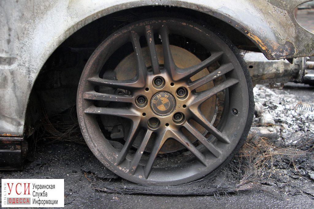 В Одессе ночью снова горел автомобиль «фото»
