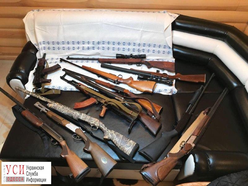Одесский полицейский продавал в комиссионных магазинах оружие из склада вещдоков (фото) «фото»