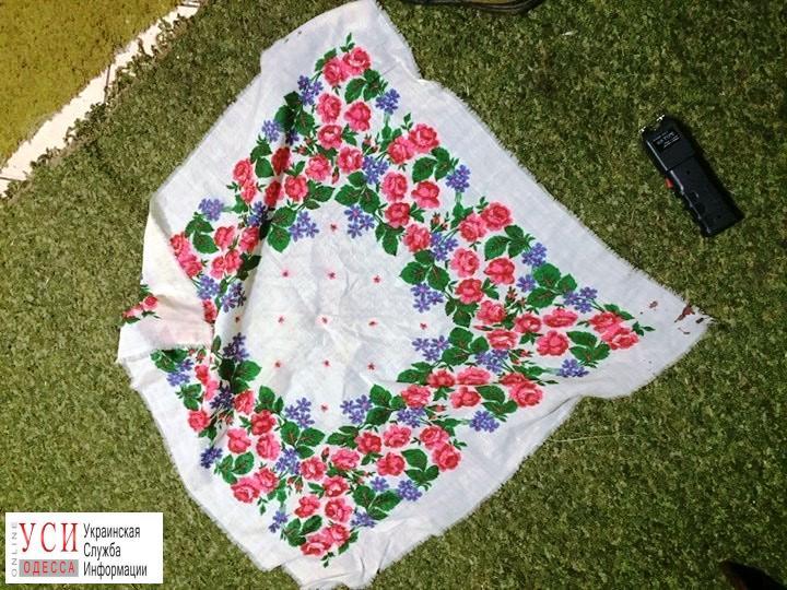 Житель Черноморска ограбил иностранца, используя бабушкин платок и электрошокер (фото) «фото»